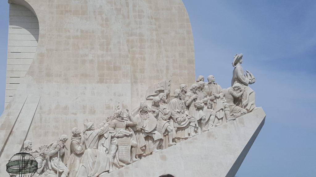 Entdecker-Denkmal von der Seite