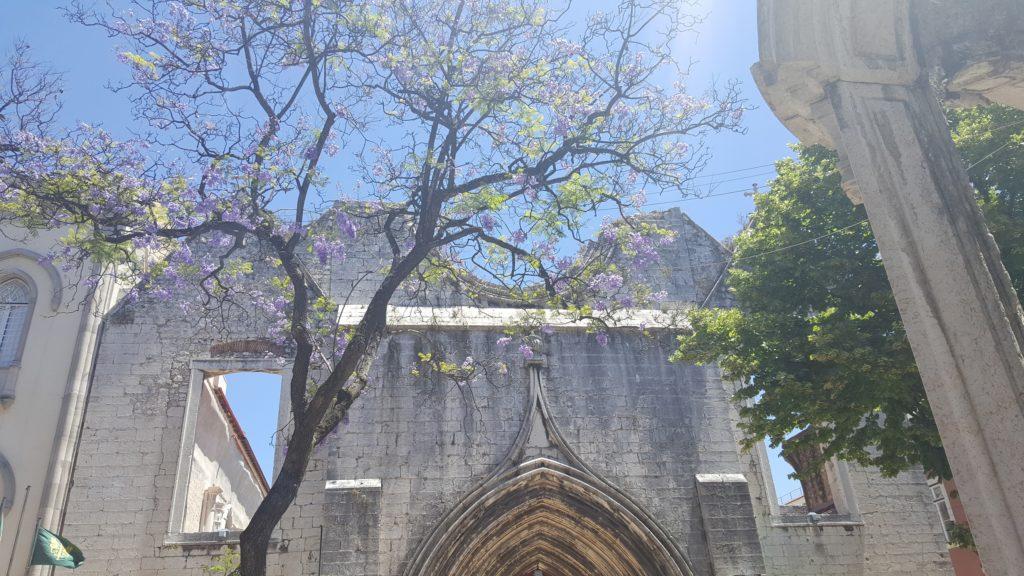 Karmeliter-Kloster mit zerstörtem Dach