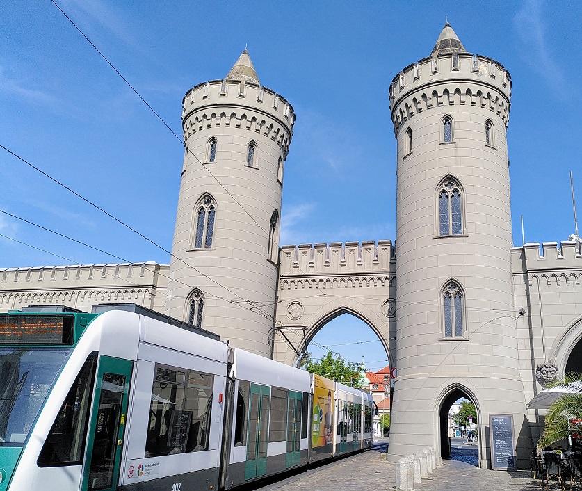 Das Nauener Tor in Potsdam auf dem Rundweg zur Einheitsexpo.