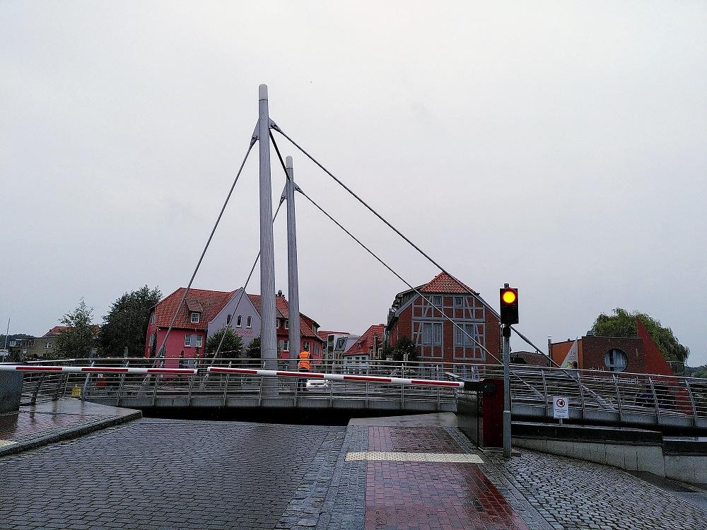 Für Schiffsverkehr offene Drehbrücke  in Malchow.