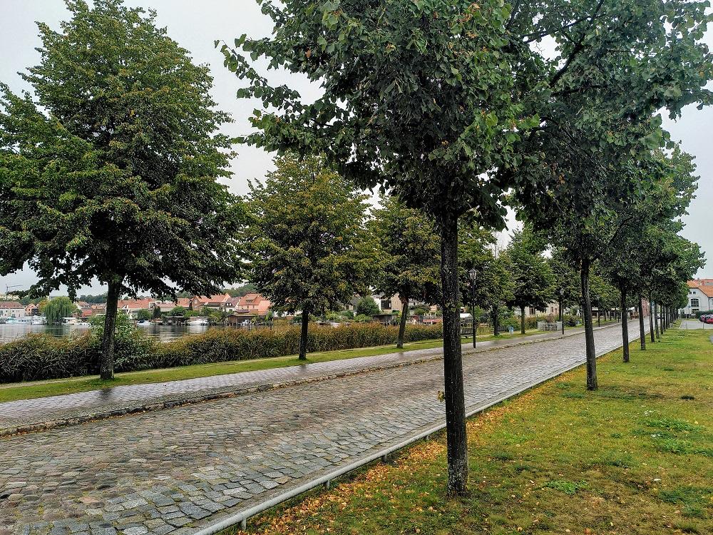 Der Erdwall zur Altstadt von Malchow.